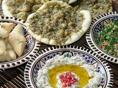 Liban : Mezzes et Pain Manaich - Joanne Labadjone, 196 Flavors Lebanese Cuisine, Lebanese Recipes, Indian Food Recipes, Middle Eastern Dishes, Middle Eastern Recipes, Chapati, Burritos, Israeli Food, Eastern Cuisine