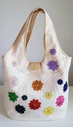 ec9d2a45e4 Borse - Pezzi unici · Shopping bag in tessuto Borsa a spalla con fiori in  pelle Tote bag ricamata Maxi bag
