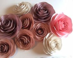 Big Paper Flowers, Paper Flower Decor, How To Make Paper Flowers, Paper Flowers Wedding, Paper Flower Backdrop, Flower Wall Decor, Flower Decorations, Paper Roses, Diy Flowers