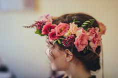 Floral wreath in deep pink hues Ghirlanda floreale  per sposa http://www.taniamuser.com/
