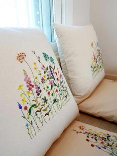 (방석,쿳션자수패키지구성) *방석,쿳션 워싱옥스포드11수 60×60각1개씩 커버만 합2개완제품 ****(속통은별... Cushion Embroidery, Floral Embroidery Patterns, Hand Embroidery Flowers, Simple Embroidery, Free Machine Embroidery Designs, Crewel Embroidery, Ribbon Embroidery, Embroidered Pillowcases, Embroidered Cushions
