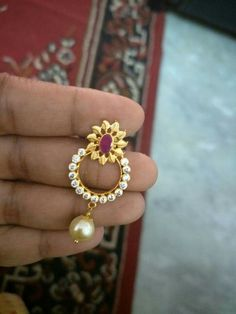 Tiny Chandbali earring !.