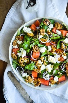 Vandmelonsalat med feta og honningristede valnødder Veggie Recipes, Wine Recipes, Healthy Dinner Recipes, Asian Recipes, Waldorf Salat, Tapas, Food Crush, Breakfast Lunch Dinner, Veggie Pizza