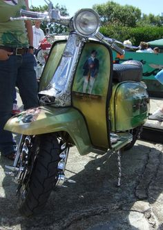Many thousands of pounds is spent on creating stunning custom Vespas and Lambrettas, and here are some of the best from the last 20 years. Mod Scooter, Lambretta Scooter, Scooter Girl, Vespa Scooters, Vespa Accessories, Motor Scooters, Sidecar, Back In The Day, Chopper