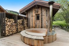 Cimalpes leader in high-end chalet & apartment rentals in the Alps welcomes you in Courchevel, Méribel, Megève and Val d'Isère for your ski holidays Outdoor Sauna, Outdoor Pool, Indoor Outdoor, Outdoor Decor, Design Sauna, Cabin Design, Sauna Diy, Rustic Saunas, Greenhouse Kitchen