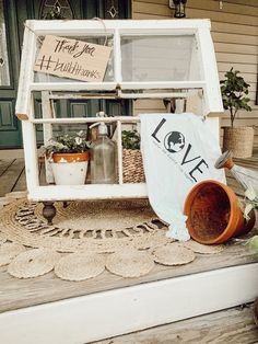 Add vintage charm to your home with these DIY farmhouse decor ideas! Diy Mini Greenhouse, Window Greenhouse, Greenhouse Ideas, Vintage Windows, Old Windows, Antique Windows, Vintage Doors, Antique Doors, Old Window Panes