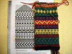 Mittens Pattern, Knit Mittens, Mitten Gloves, Fair Isle Chart, Fair Isle Pattern, Knitting Charts, Hand Knitting, Knitting Patterns, Fair Isle Knitting