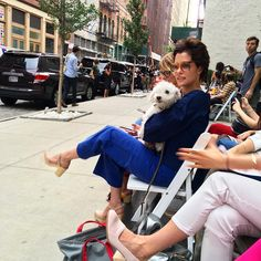 Parker Posey and her dog observing the fashunz at @rachelcomey win this whole Wednesday