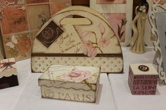 Manualidades Urrea Decoupage, Paris, Decorative Boxes, Gift Wrapping, Gifts, Vintage, Home Decor, Handmade Boxes, Jars