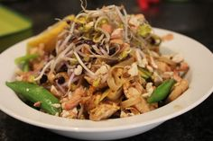 A very unauthentic pad Thai but delicious nonetheless Main Meals, Delish, Salt, Ethnic Recipes, Food, Essen, Salts, Meals, Yemek