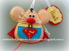 En un mundo de fantasía Felt Crafts, Fabric Crafts, Diy And Crafts, Felt Fabric, Fabric Dolls, Tooth Mouse, Felt Ornaments, Christmas Ornaments, Felt Keychain