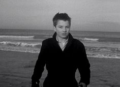 A final scene in 'Les 400 coups' by Truffaut. A film that can conquer my heart should be poetic. 'The 400 blows' is definitely one of those rare films.