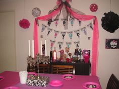 Our lolly buffet featuring Sweet 1600 Draculaura, Clawd, Frankie & Clawdeen
