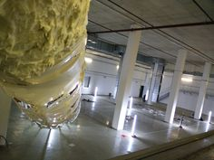 """Nasenworld in Zucker I - Pinocchio. Installation der Künstlergruppe """"bösediva"""" #BöseDiva #Performance #Leichenhalle #Wedding #Krematorium #Zucker #Pinocchio #Schokolade #SüßeVerführung #Süßigkeiten #Essen"""
