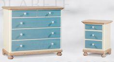 WWW.MOBILIFICIOMAIERON.IT - https://www.facebook.com/pages/Arredamenti-Rustici-in-Legno-Maieron/733272606694264 - 0433775330. Comò 5 cassetti in legno massello di abete colore azzurro e bianco. Tutto in legno massello di prima qualità. Tutto a Euro 495.00 PREZZI IVA COMPRESA E TRASPORTO ESCLUSO. Spedizioni in tutta italia con la massima serietà.