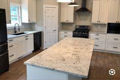 Kitchen Cabinets With Black Appliances, White Cabinets White Countertops, Off White Cabinets, White Kitchen Appliances, Stainless Appliances, Slate Floor Kitchen, Grey Kitchen Designs, Matte Black, Kitchen Ideas