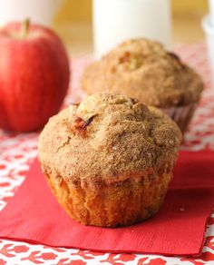 Apple Cinnamon Muffins with Crunchy Sugar Topping