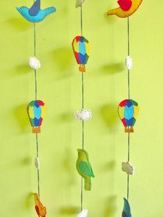 móbile infantil em feltro - nuvem, balões e pássaros