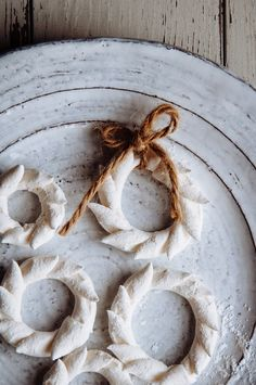 Hint of Vanilla: Marshmallow Wreaths Holiday Cakes, Christmas Desserts, Christmas Treats, Christmas Baking, Christmas Cookies, Vanilla Recipes, Sweet Recipes, White Christmas, Christmas Holidays