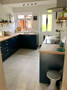 Contemporary kitchen finished in Farrow & Ball Hague Blue Modern Eggshell