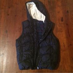 American Eagle Puffer Vest Navy American Eagle puffer vest! In great condition! The zippers on the pockets get stuck occasionally, but that is the only problem! The white fur on the hood is clean and in perfect condition! American Eagle Outfitters Jackets & Coats Vests