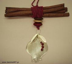 Γούρι 12 Κανέλα - Ρόδι :: Κοσμήματα Γούρια