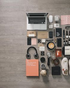 Flatlay Inspiration · via Custom Scene · Desktop knolling What In My Bag, What's In Your Bag, Things Organized Neatly, Flat Lay Photography, Lifestyle Photography, Senior Home Care, Gadgets, Camera Hacks, Pottery Making