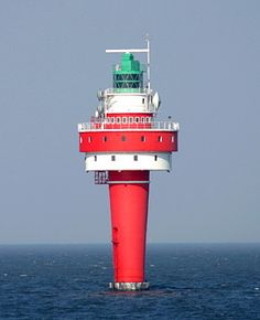 Leuchtturm Alte Weser #Lighthouse in #Germany : photo copyright Malte Werning; www.roanokemyhomesweethome.com