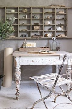 Jeanne d'Arc Living - gorgeous craft space with shabby chic feel Bureau Shabby Chic, Shabby Chic Furniture, Painted Furniture, Shabby Chic Office Decor, Furniture Sets, Jeanne Darc Living, Country Decor, Farmhouse Decor, Casas Shabby Chic
