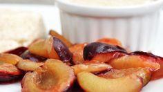 Himmlisch-cremiges Dessert mit heißen Früchten und intensiver Vanille.
