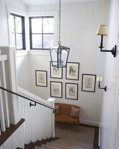 A beautiful stairwell is flooded with gentle, boasting a contemporary, lived-in aesthetic. This Lake Tahoe retreat was designed by who weaved her southern model and homespun allure. Entryway Stairs, Staircase Railings, Stairways, Bamboo Sofa, Farmhouse Stairs, Architectural Features, Lake Tahoe, Elle Decor, Contemporary