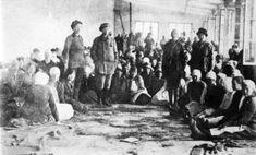 Naisvankeja Hennalassa vuonna 1918.