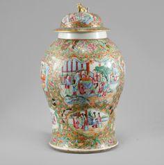 Vaso em porcelana Chinesa de Cantao de finais do sec.19th, 47cm de altura, 17,550 EGP / 7,300 REAIS / 2,100 EUROS / 2,300 USD https://www.facebook.com/SoulCariocaAntiques https://instagram.com/soulcarioca_antiques