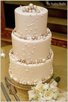 Elegant Wedding Cake with Pearls Photo make the pearls with chocolate covered cheesecake. I love pearls for weddings. So classy and elegant!Source From Pearls Photo make the pearls with chocolate covered the wedding cake. Gorgeous Cakes, Pretty Cakes, Amazing Cakes, Gateau Baby Shower, Pearl Cake, Elegant Wedding Cakes, Rustic Wedding, Wedding Simple, Cake Wedding
