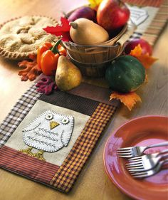 #crafts_nthings Owl Table Runner, download this easy-to-stitch design free from Crafts 'n things Weekly
