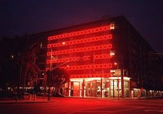 ELECTROLAND is a team that creates objects, interactive experiences and large-scale public art projects    Cameron McNall & Damon Seeley, USA    http://electroland.net/