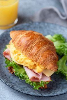 Croissant Breakfast Sandwich, Breakfast Sandwich Recipes, Cottage Meals, Food Truck Menu, Quick Healthy Breakfast, Cafe Food, Aesthetic Food, Food Cravings, Food Dishes