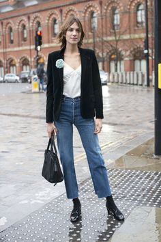 Pin for Later: Der Street Style in London ist wie gewohnt trendy . . . und etwas verrückt Tag 2 Alexa Chung