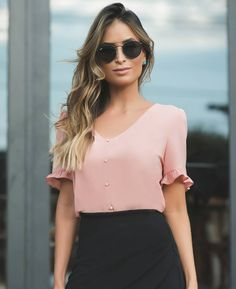 38 best spring blouses & tops to upgrade your look 23 – JANDAJOSS. Cool Outfits, Casual Outfits, Fashion Outfits, Womens Fashion, Spring Blouses, Moda Chic, Blouse Styles, Casual Looks, Clothes For Women