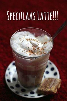 Geïnspireerd door Starbucks, maakte ik een zogeheten Gingerbread Latte of in mooi Nederlands Speculaas Latte. Een heerlijke spicy siroop die koffie zoet en de smaak van speculaas heeft. Een heerlij...