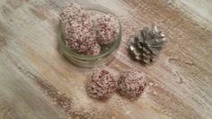 Schneebälle :-) Schokoladenbällchen mit Kokus und Rum. Die sind so lecker und schwupps....alle sind weg!