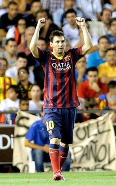 El delantero argentino del FC Barcelona Leo Messi celebra su gol, primero del equipo