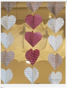 Piazza: DIY - Decoration for Valentine& Day- Piazzan: DIY – Dekoration till alla hjärtans dag Piazza: DIY – Decoration for Valentine& Day - Paper Crafts, Diy Crafts, Bunting Garland, Valentine Decorations, Diy Projects To Try, Diy For Kids, Diy Art, Valentines Day, Christmas Crafts