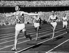 Ronnie Delaney ( Ireland ) wins the 1956 Melbourne Olympic Games 1500 m - Klaus Richzenhain ( Germany ) & hometown favourite & then W. holder for the Mile, John Landy ( Australia ) 1956 Olympics, Summer Olympics, Olympic Sports, Olympic Games, Big Ten Football, Melbourne, Star Wars, Summer Dream, Summer Winter