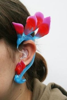 The Hummingbird: This is a hearing aid from the do it yourself camp; this design brings you closer to nature by turning your hearing aid into a colorful hummingbird. Maybe more for the eccentrics out there. <3