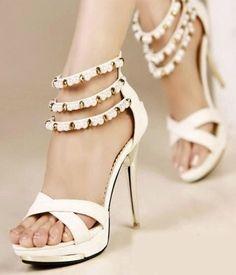 http://fotogallery.donnaclick.it/moda/121115/scarpe-con-tacco-primavera-estate-2014/2/