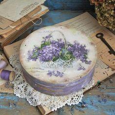 Photo Decoupage Box, Decoupage Vintage, Diy Painting, Painting On Wood, Cigar Box Art, Cheap Wedding Decorations, Painted Flower Pots, Art Folder, Crafts For Seniors