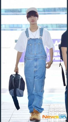 Boys in Overalls — ares857: internet find If you'd like this... Kpop Fashion, Asian Fashion, Airport Fashion, Quokka Baby, Black Overalls, Kids Around The World, Baby Squirrel, Kpop Outfits, Airport Style