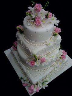 Wedding cake with gumpaste flowers lavender or Elegant Wedding Cakes, Beautiful Wedding Cakes, Gorgeous Cakes, Pretty Cakes, Amazing Cakes, Square Wedding Cakes, Wedding Cake Designs, Cake Wedding, Gold Wedding