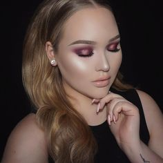 Playing with the @mannymua733 palette. Tutorial up on my channel @nikkietutorials